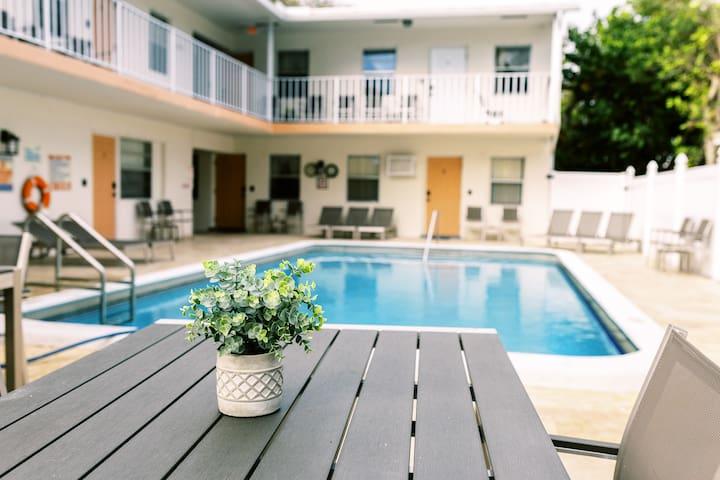 ★Lovely Beach Studio★ Kitchen | Pool | parking