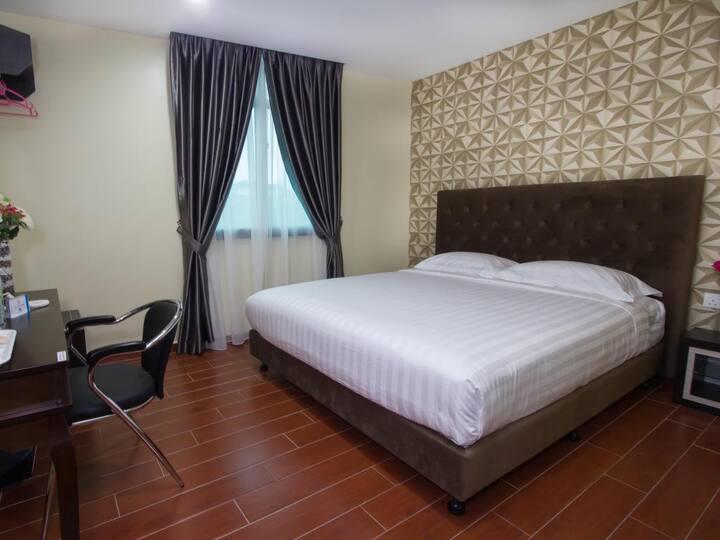 Johor Bahru | Deluxe King Room [2 Pax]