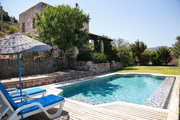 BD481 Ortakent/Yahsi Beach stone house with pool - Ortakentyahşi Belediyesi