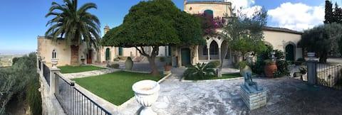 Pianogrillo Manor organic Winery & Evo Oil.