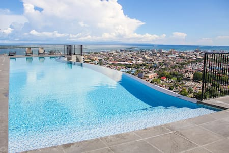 CR20K LUXURY STUDIO UNIT with amazing infinityPool - Cebu City