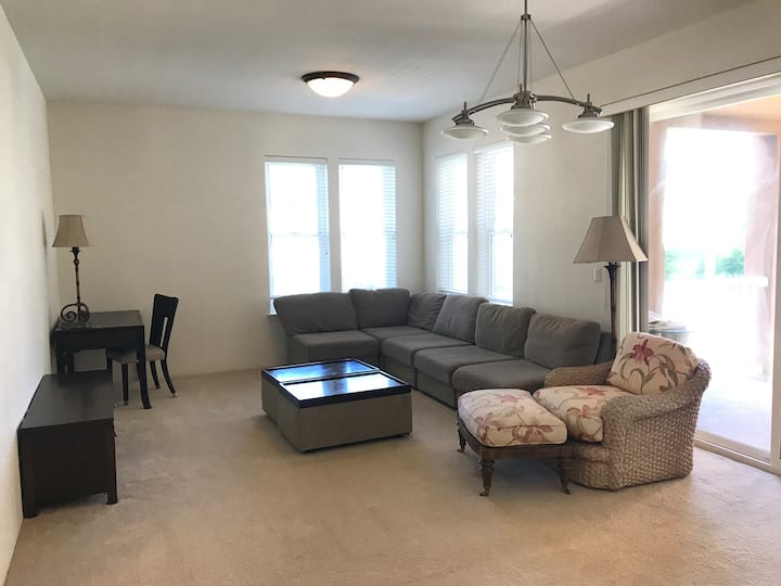 Hawaii Kai 3 bedroom condo/parking/shopping/WiFi