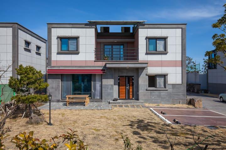 애월 애조로캠프 - (기준6/최대10) 대가족 독채 숙소 - Aewol-eup, Cheju - 一軒家