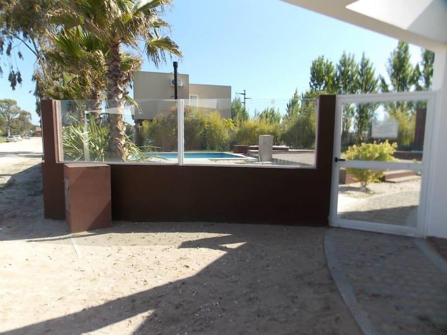 La casa de cecilia casas en alquiler en ostende buenos for Alquiler de casas con piscina privada que admiten perros