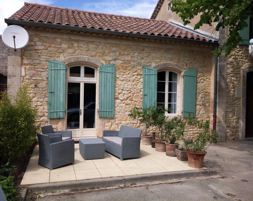 L 39 olive ancienne cole renov e maisons louer orgnac for Constructeur maison ardeche sud