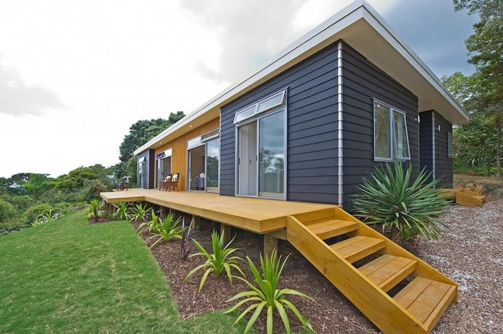 Stylish sunny new home close to the beach!