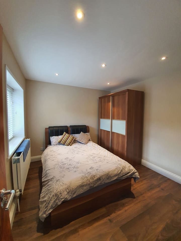 Cosy Cottage - Double Bedroom with Ensuite