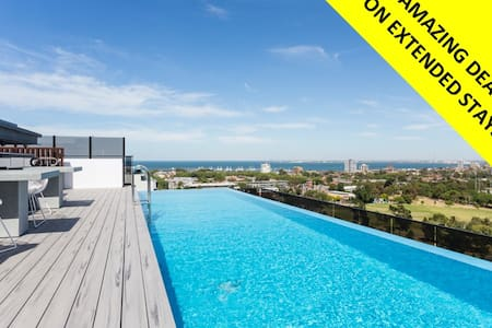 2BD 2BTH ULTRA Designer St Kilda WIFI POOL PARKING