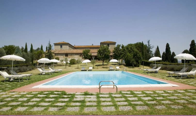 Private Villa with private pool, WIFI, TV, patio, panoramic view, parking, close to Montalcino
