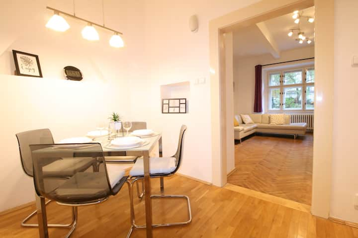Family apartment (55m2) near Prague Castle &Subway