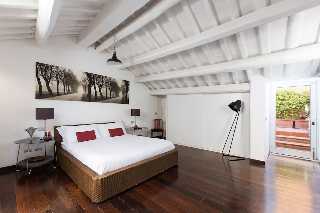 Six bedrooms holiday apartment near Pantheon - Bedroom with ensuite bathroom on the top floor