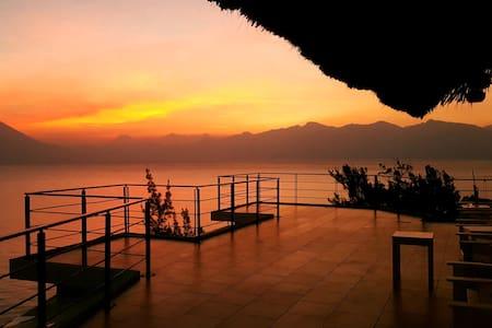 5 Bd Lakefront villa in with amazing views - Santa Catarina Palopó - 獨棟