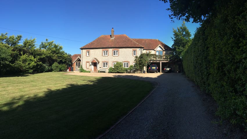 Beautiful 17C Modernised Farmhouse - Chichester