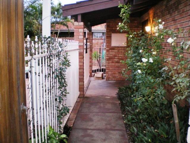 温馨之家~Cozy Home~Hōmusuītohōmu - Willetton - Casa de campo