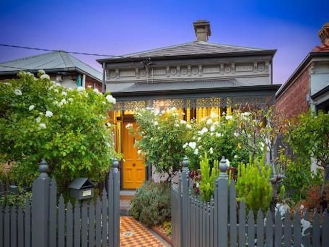 Beautiful light-filled Nth Fitzroy house (3BDR)