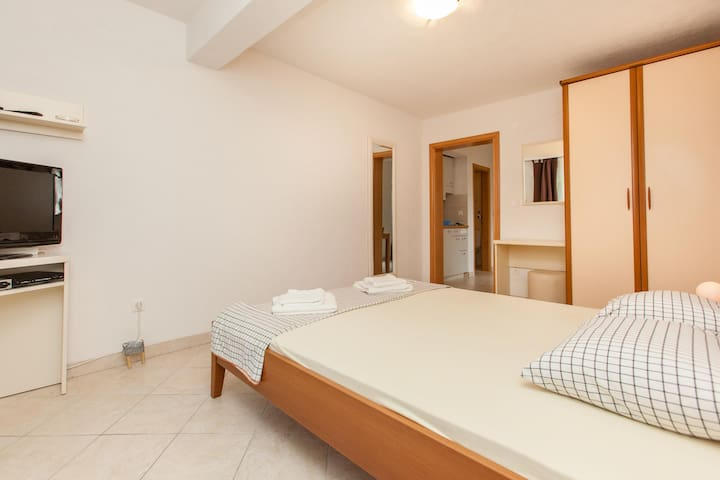 Apartments Villa Luna / One bedroom Sandra A3 - Okrug Gornji - Apartament