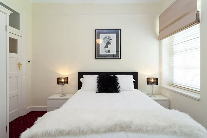 State Mines Hotel B&B - Queen Suite - Wonthaggi - Bed & Breakfast