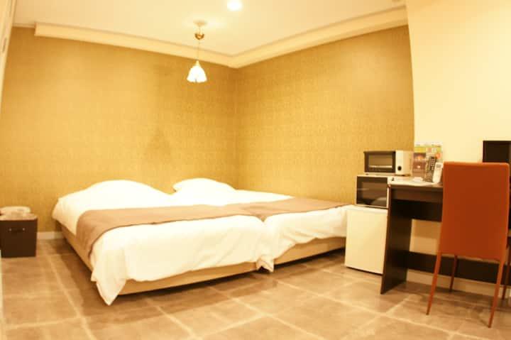 Remodeled hotel 2pairs of 2SB+1mattress+Wifi#206