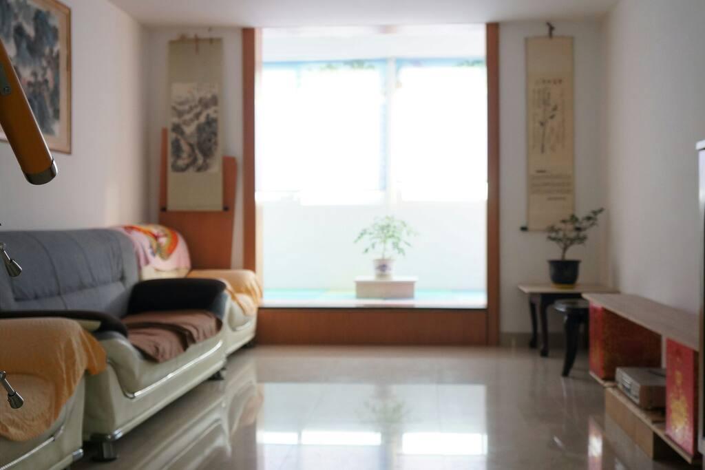 宽畅明亮的客厅