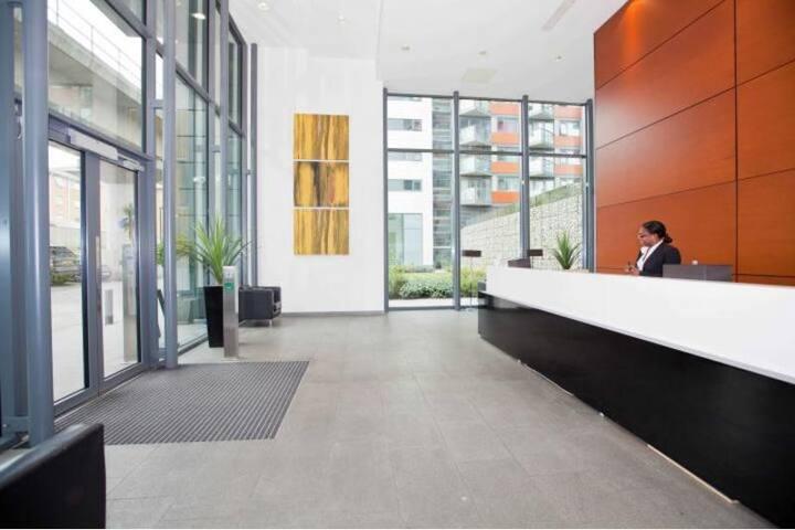 CENTRAL LONDON CANARY WHARF 2 BED 2 BATH Available