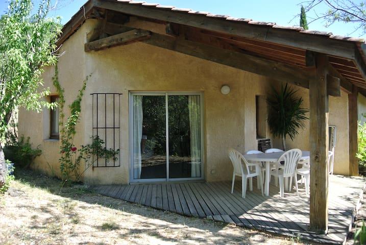 """Domein La Fontaine du Cade maison """"Les Amandiers"""""""