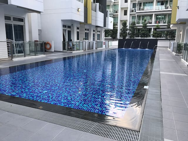 3SG/Serangoon MRT/Nex/ aircon/ wifi/ furnished