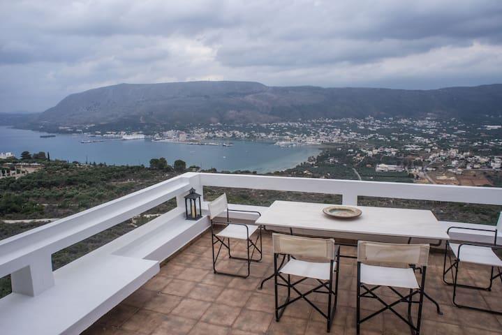 Spacious & comfortable, w/ Cretan Vista of the Sea