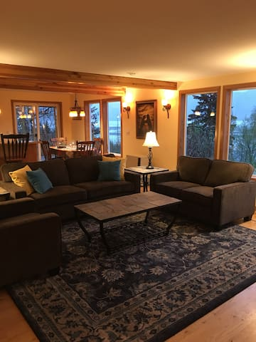 White Raven Bed and Breakfast  -  Eagles Nest