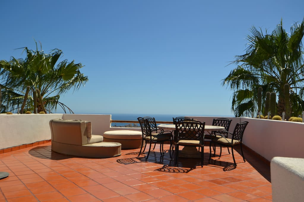 beautiful rooftop terrace with BBQ and great views of the sea of cortez and lands end