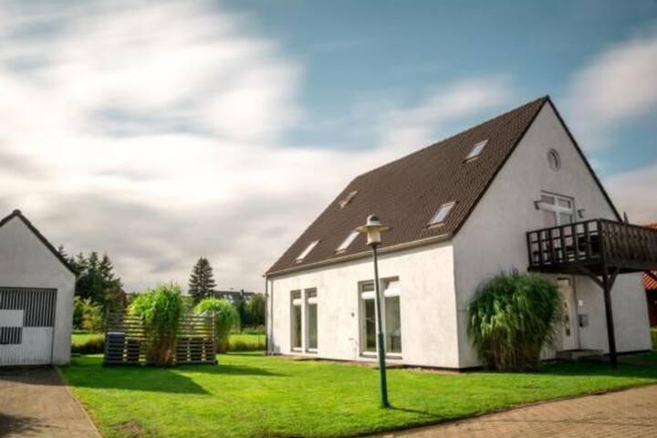 """Haus """"Look"""" für 2 - 14 Personen mit Blick auf den Bodden zur Ostsee. (familienfreundlich. Hund erlaubt)"""