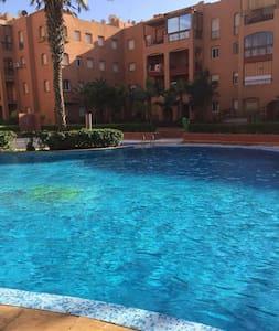 Joli apt avec accès piscine & Wifi