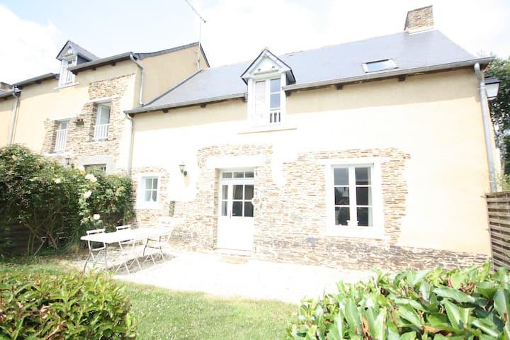 Gîte la Gouhédrais au Château de la Bourbansais