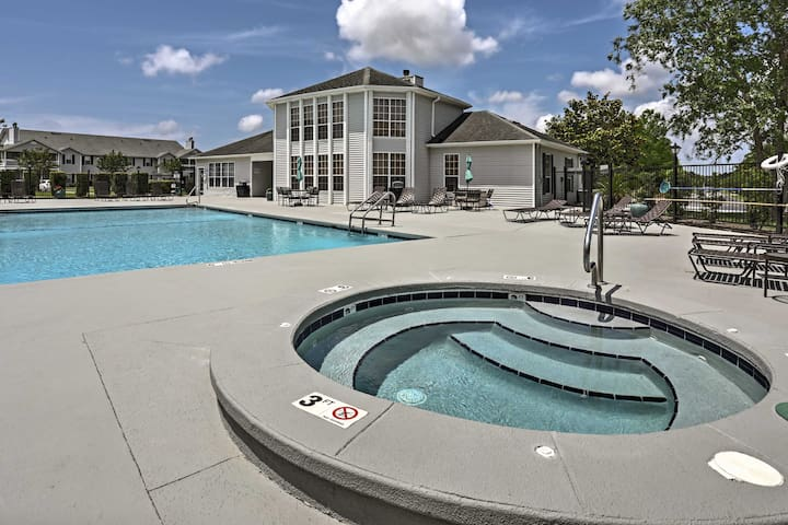 Gulf Shores Condo w/ Pool Access - Beach 4 Miles!