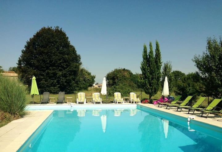 Gîte plain-pied piscine d'été 5 pers 3 cham Wifi