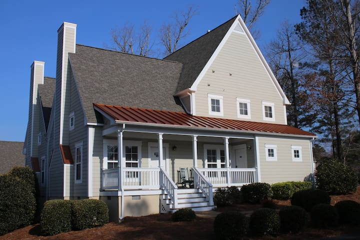 Two Bedroom Cottage w/ Outdoor Pool at Kings Creek in Williamsburg