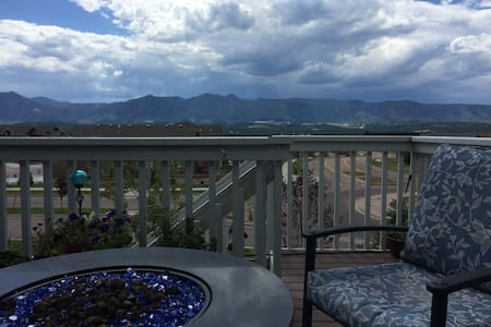 Spacious Private Room & Bath by Air Force Academy - Colorado Springs - Casa
