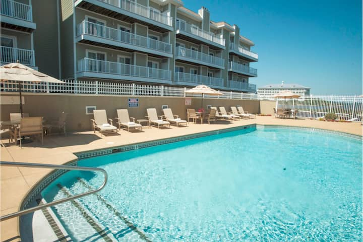 2 Bedroom bayside Condo w/ Pool Access at Lucayan