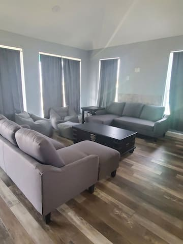 Livingroom  with 2 pull-out  couches