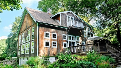 Luxurious Barn With New England Charm