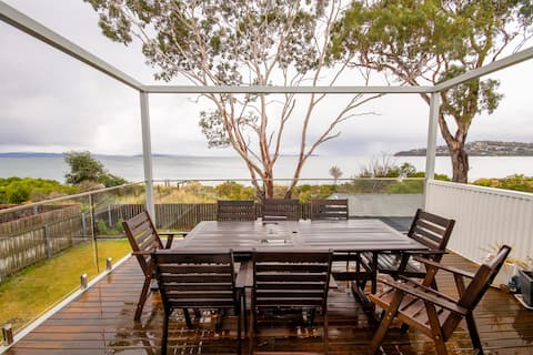 Balook by the bay - a beachside house in Hobart