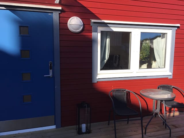 Attefallshus i villaområdet Utby nära Kviberg.