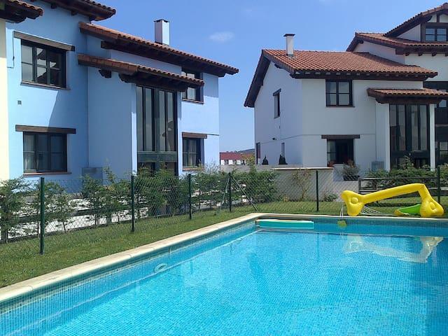 Apartamento con piscina a 2km playa - Colombres - Apartment