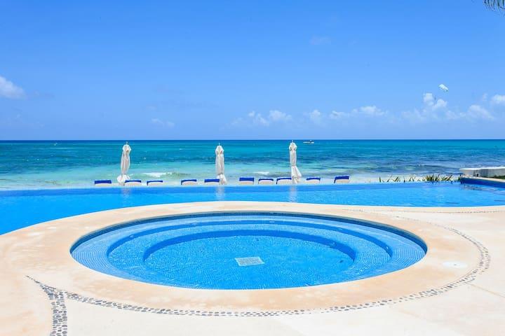 Elegant Condo Beach Front Playa Paraiso A1