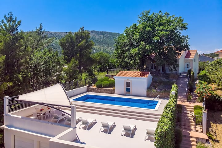 VILLA PROVOS- private 40m2 pool, sauna, 3 bedrooms