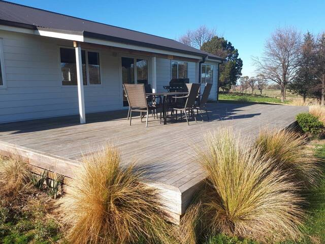 AKATERE LODGE. Waimate: Ideal for larger groups.
