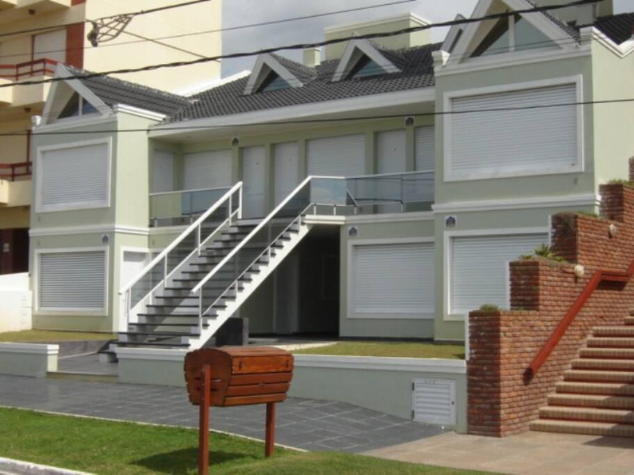 Ud. estará hospedado en el complejo mas solicitado de la zona residencial, en la mejor cuadra de San Bernardo.