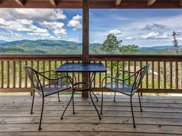 Journey's End 2, 1 Bedroom, Fireplace, Hot Tub, Jetted Tub, WiFi, Sleeps 2
