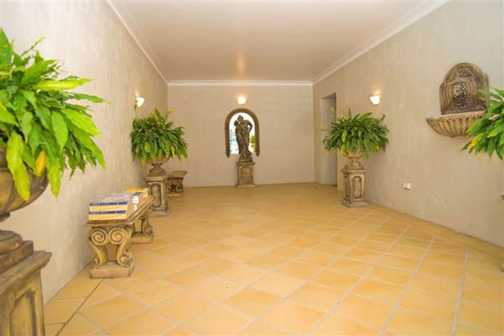 2 'Peninsula Waters' - three bedroom unit with spacious private courtyard & WIFI