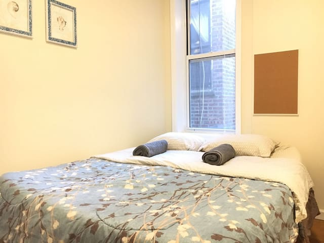 Cozy & Clean Room For Two, 15 min to Manhattan!