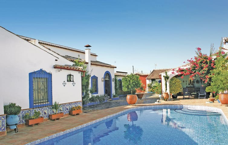 Holiday cottage with 4 bedrooms on 300 m² in Bembezar (Cordoba)